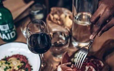 Comment personnaliser des bouteilles pour mon restaurant ?